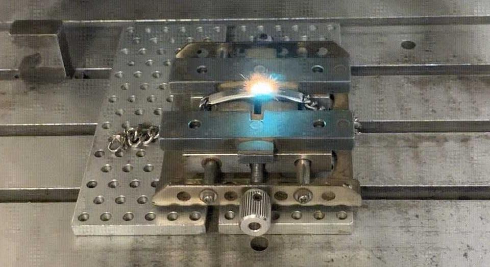 taglio-laser-gioielli-personalizzati-laboratorio-orafo-roma-flambojan