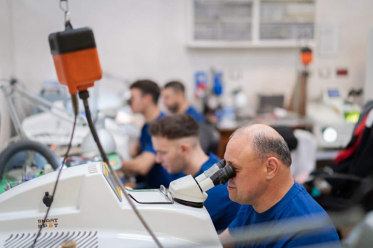 orafi-roma-flambojan-team-working-laser