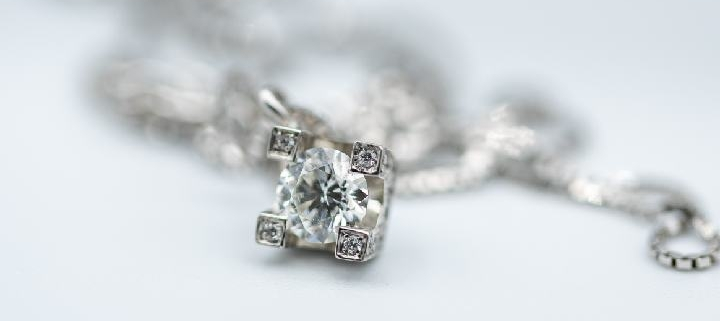 punti-luce-orecchini-collana-oro-bianco-diamanti-laboratorio-orafo-roma-flambojan