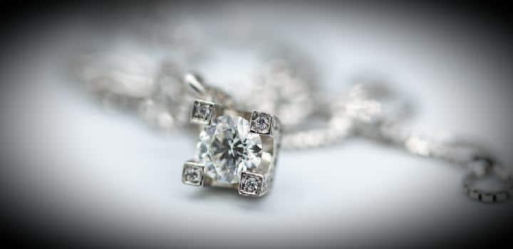 punti-luce-collana-orecchini-diamanti-oro-bianco-laboratorio-orafo-roma-flambojan