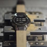 incisione-laser-orologio-fondello-laboratorio-orafo-roma-flambojan