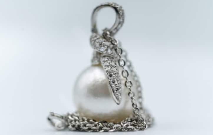 ciondolo-perla-australiana-brillanti-oro-bianco-laboratorio-orafo-laser-roma-flambojan